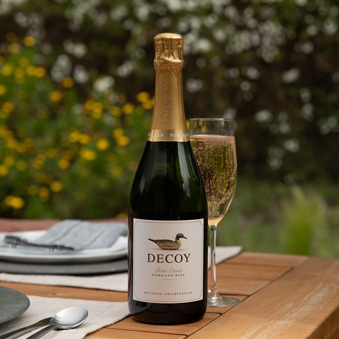 Decoy Sparkling wine on an outdoor table
