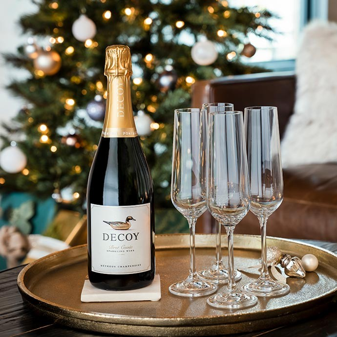 Decoy Sparkling on a serving tray in front of a Christmas tree