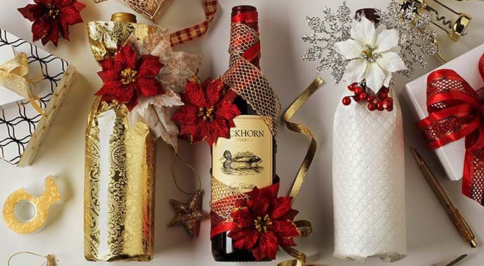 wrap and decorate a bottle of wine